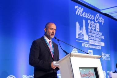 Jesus Antonio Esteva Medina, minister of public infrastructures and services in the government of Mexico City, speaking at the FIDIC conference.